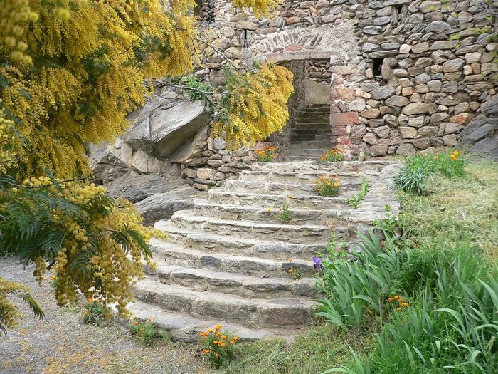 1024px-Église_paroissiale_Notre-Dame_des_Escaliers_de_Marcevol_2