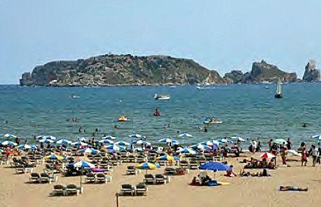 Lestartit-beach_patti-morrow_luggageandlipstick.com_