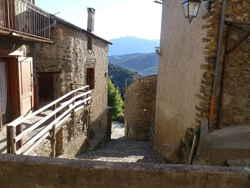 Oreilla_ village