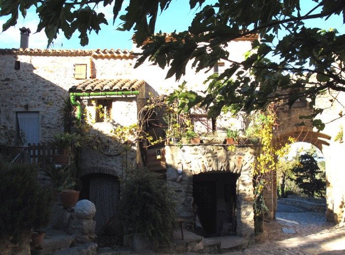 castlenou street scene
