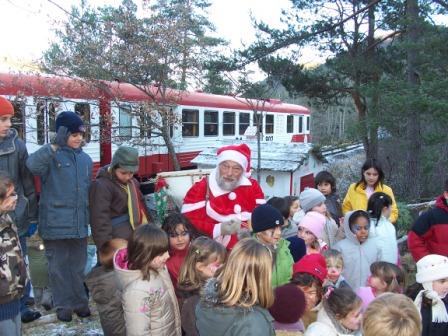 Train Du Pere Noel All Aboard the Santa Special   P O Life