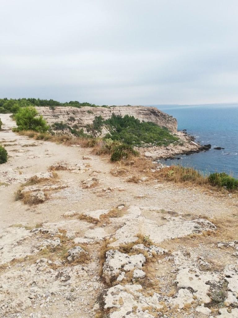 Leucate: Plateau, cliffs and coast