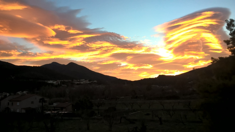 Tramontane clouds at sunset over Palalda