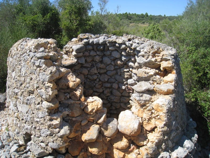 Walk: La garrigue de Caves: well en route